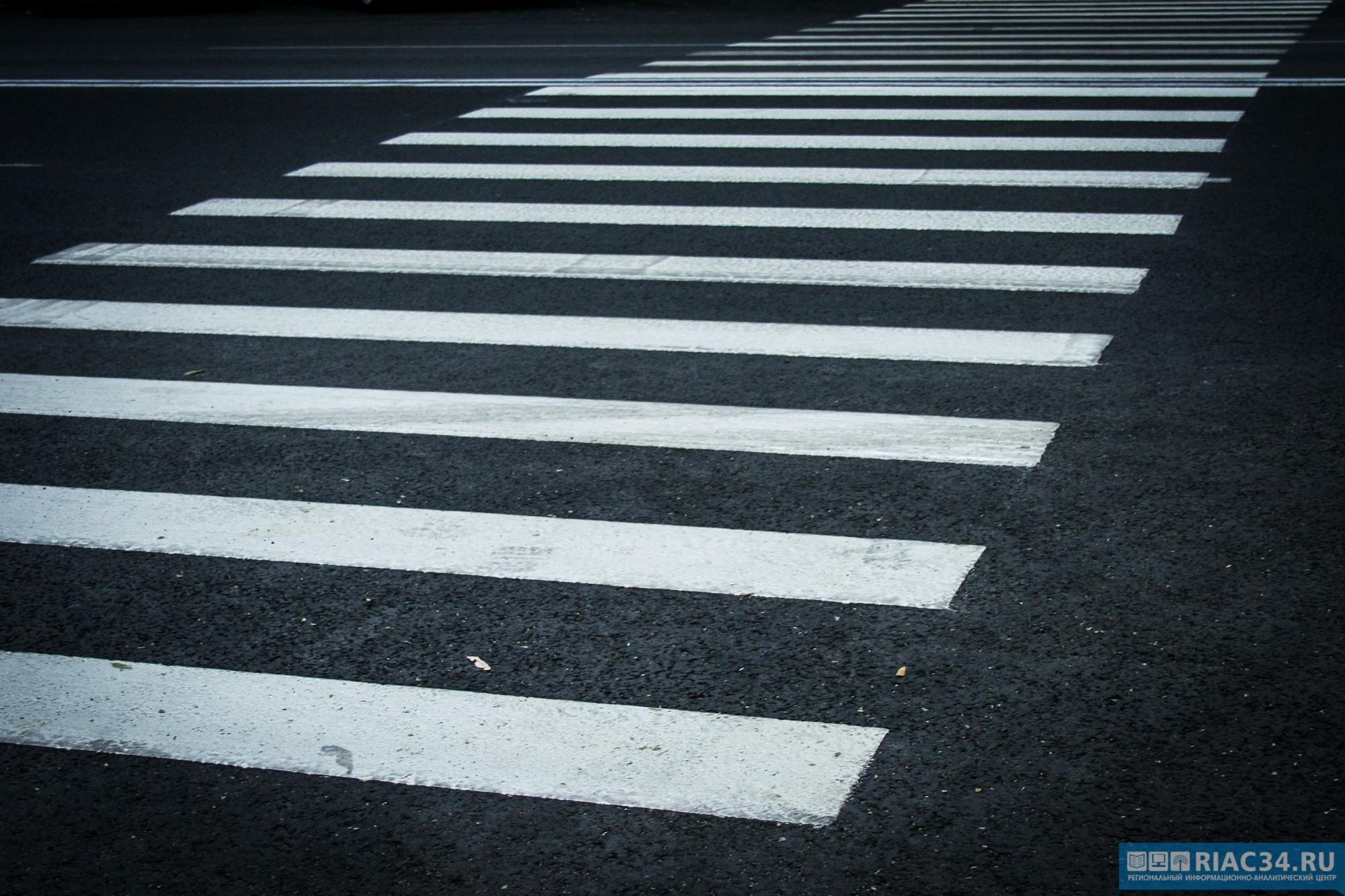 ВВолгоградской области иностранная машина сбила 2-х девушек сноворожденным сыном