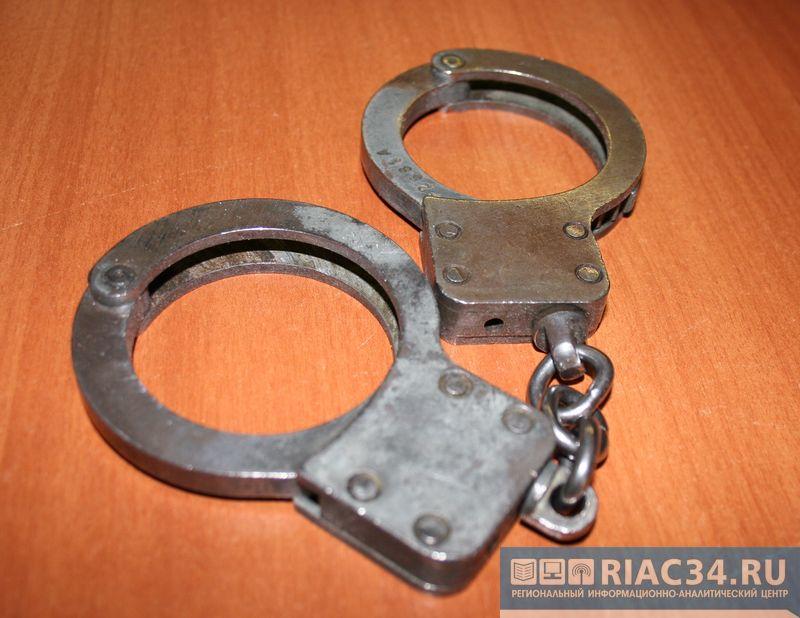 ВВолгограде сотрудника ФСИН задержали задоставку телефонов арестантам