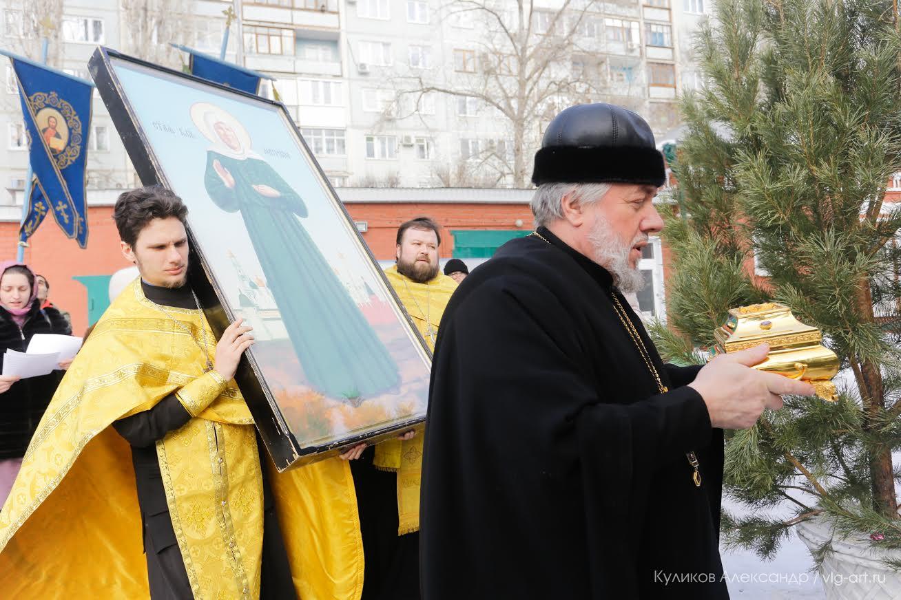 ВВолгоград прибыли мощи 3-х святителей иМатроны Московской