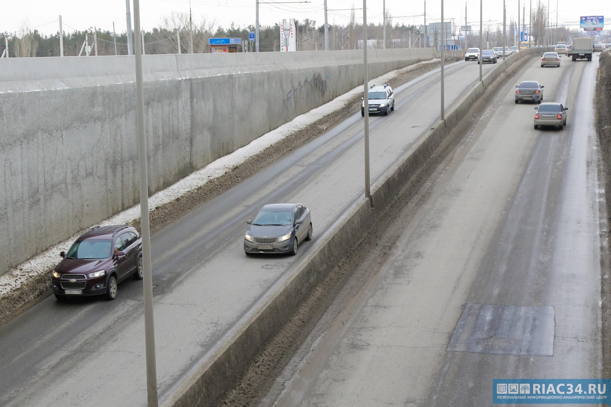 Гражданин Волгограда угнал машину, чтобы реализовать ее почастям