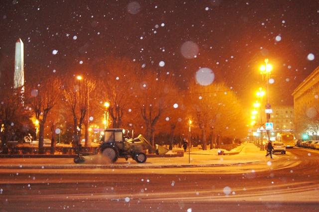 Наборьбу следяным дождем вВолгограде вышла спецтехника