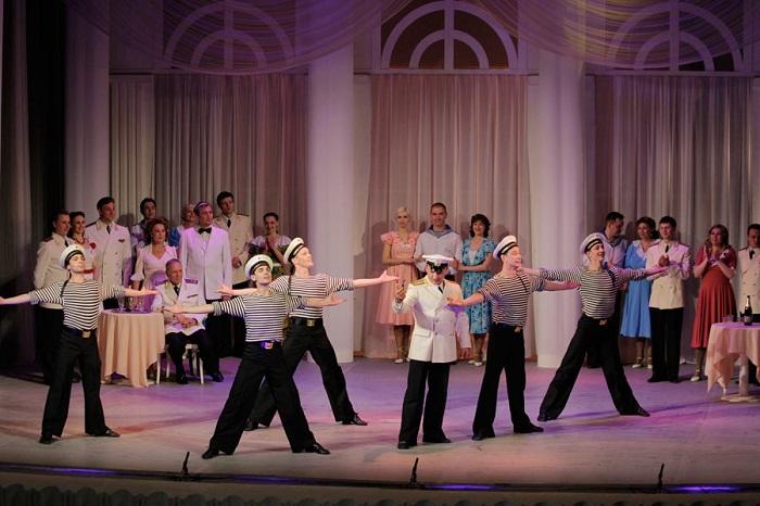 На сцене Волгоградского музтеатра заиграл «Севастопольский вальс»
