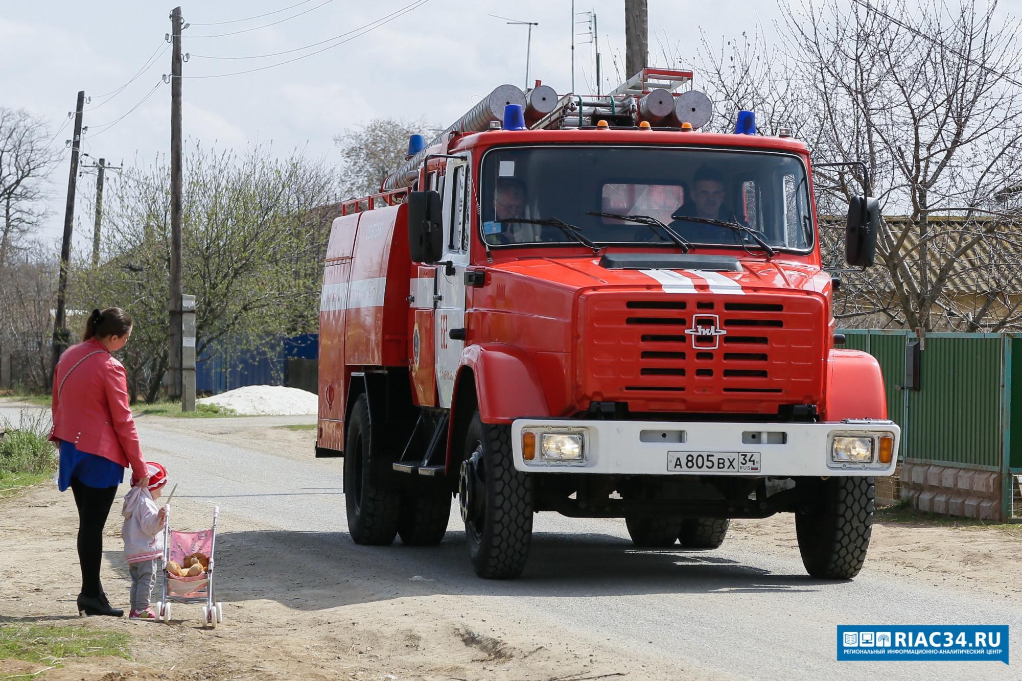 Cотрудники экстренных служб Волгоградской области устранили пожары вКамышине ивВолжском