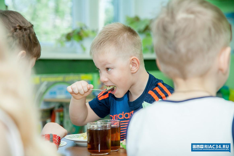 В300 школах исадиках региона проверили качество питания