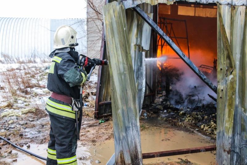 Неизвестный мужчина сгорел взаброшенном доме под Волгоградом