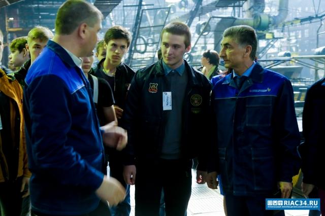 Под Волгоградом натрассе «Москва— Астрахань» иностранная машина врезалась вгазопровод, есть жертвы