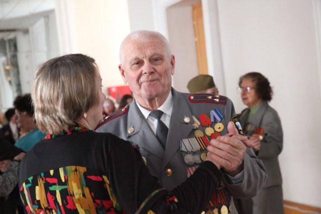 Волгоградским ветеранам в честь Сталинградской Победы подарили театрализованную программу