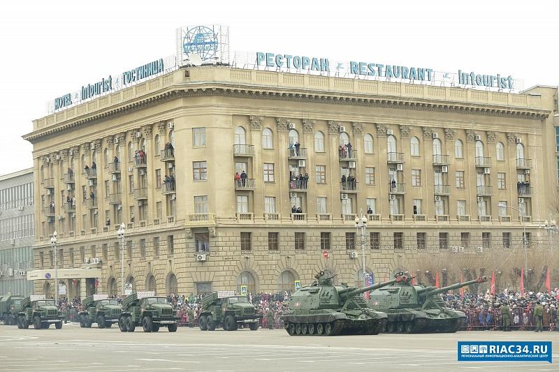 На парад Сталинградской Победы в Волгограде пришли более 30 тысяч человек