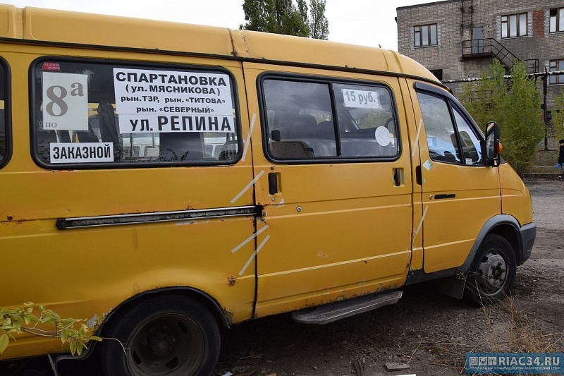 ВВолгограде маршрутка №10А угодила вДТП, пытаясь исчезнуть от служащих ГИБДД