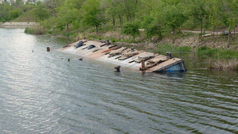 Стала известна возможная причина затопления дебаркадера в ... | 450x800
