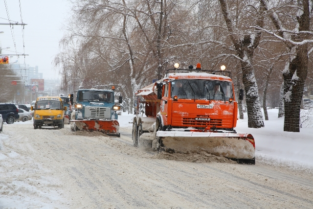 Назаснеженные дороги Волгограда высыпали 265 тонн песка исоли