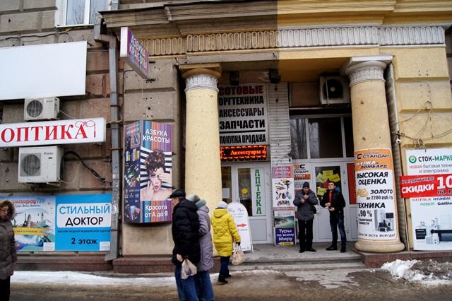 ВВолгограде фасады домов освобождают оталяповатой рекламы