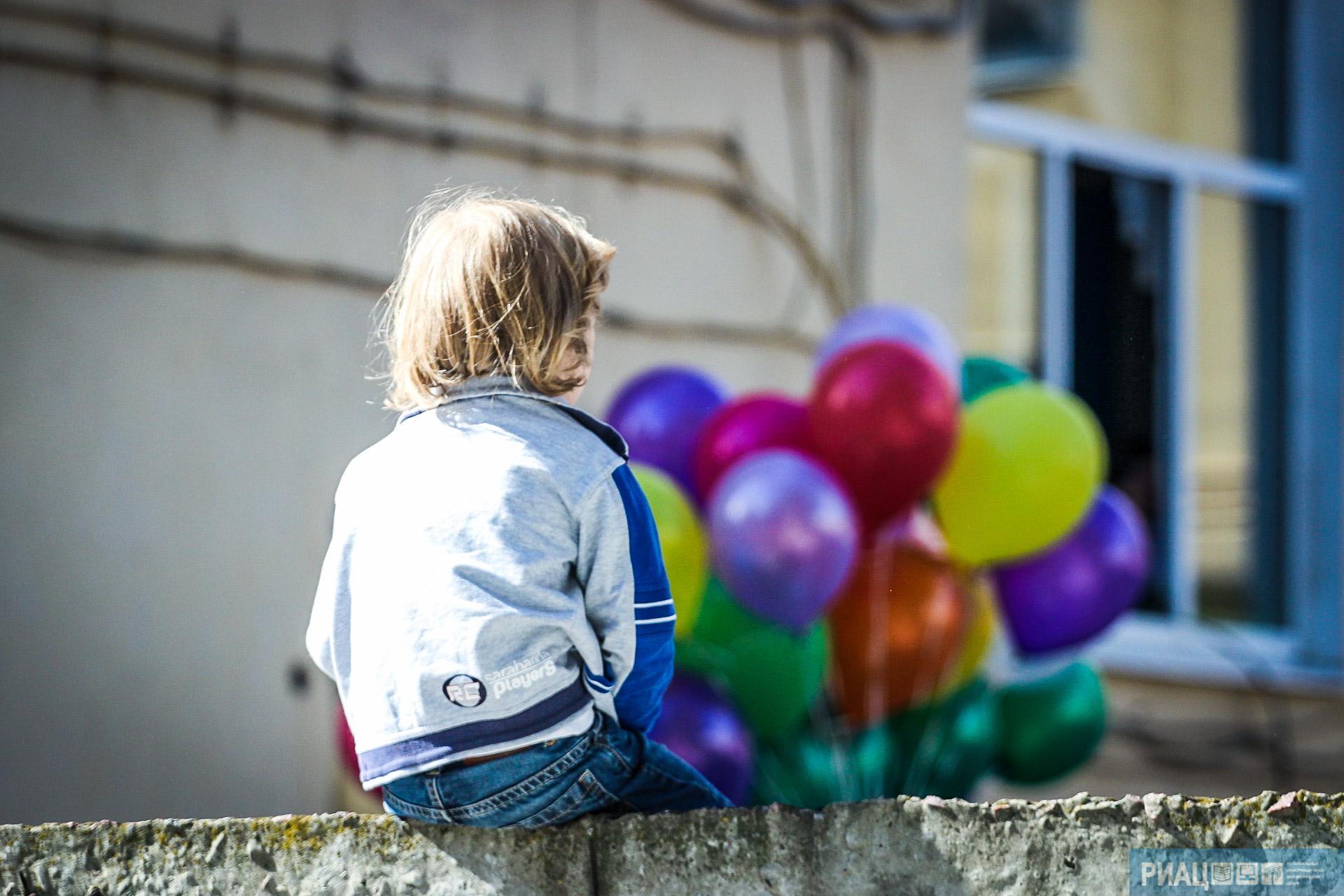 Назападе Волгограда 6-летний ребенок выпал изокна накозырек подъезда