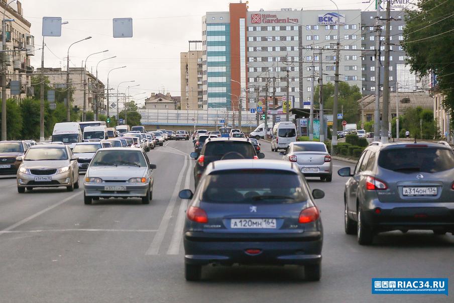 Вцентре Волгограда намесяц заканчивается движение транспорта