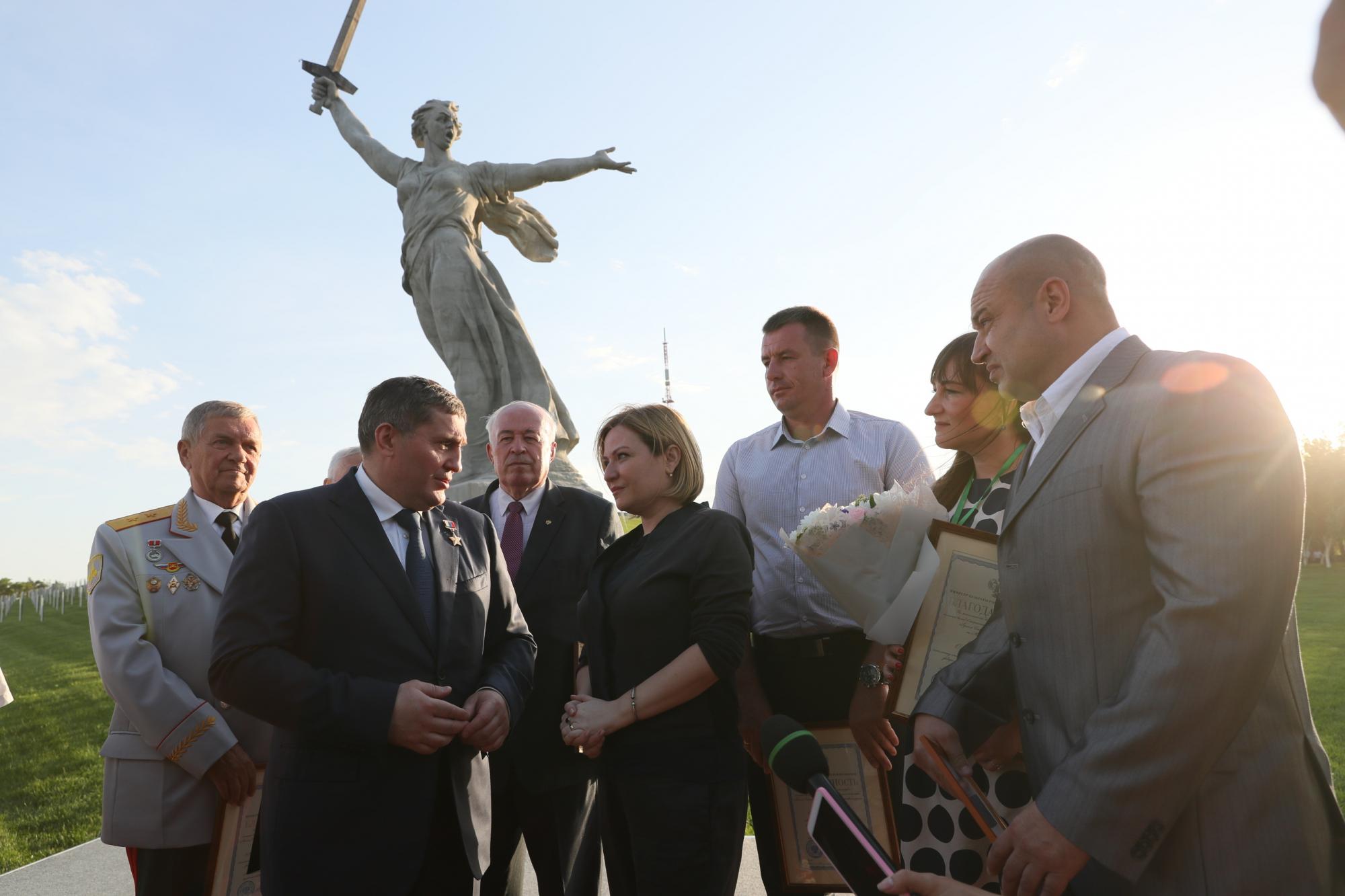 Монумент «Родина-мать зовет!» открыли после реставрации