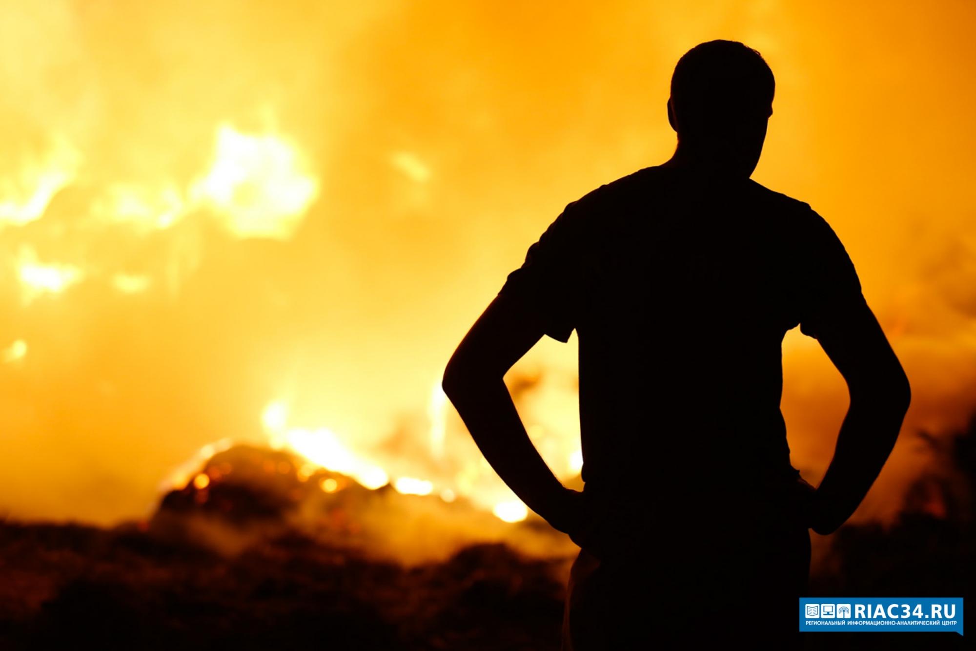 Под Волгоградом впожаре вдачном поселке пострадал мужчина