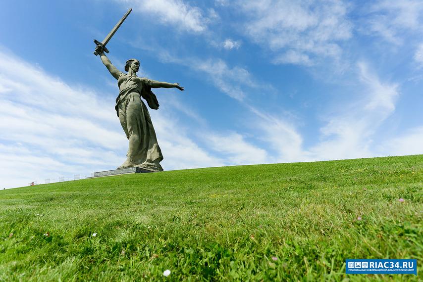 НаМамаевом кургане вВолгограде заложили аллею памяти воинов-железнодорожников