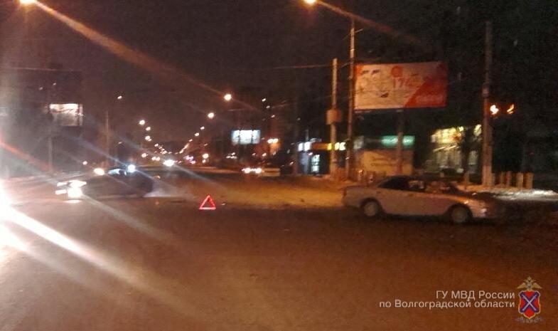 Насевере Волгограда вдвойном ДТП пострадала 18-летняя девушка