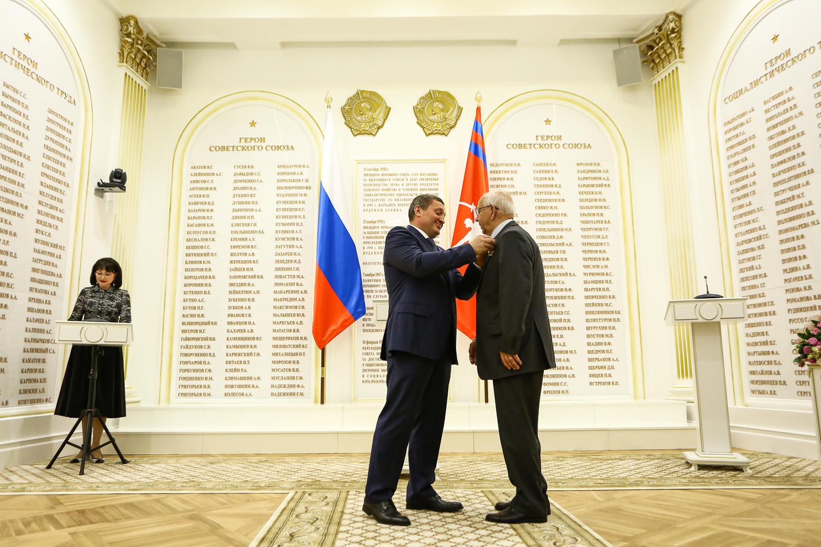 Губернатор вручает госнаграды вновом Зале воинской итрудовой славы