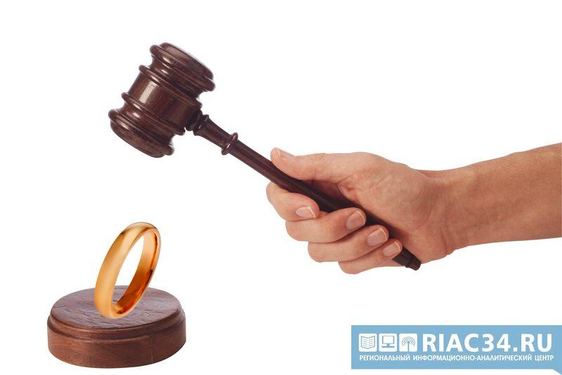 Работница ЗАГСа Дубовского района устраивала фиктивные браки