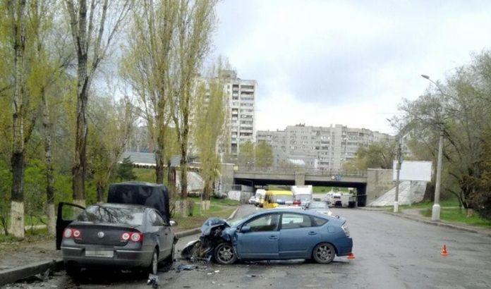 Три человека пострадали встолкновении 2-х иномарок вцентре Волгограда