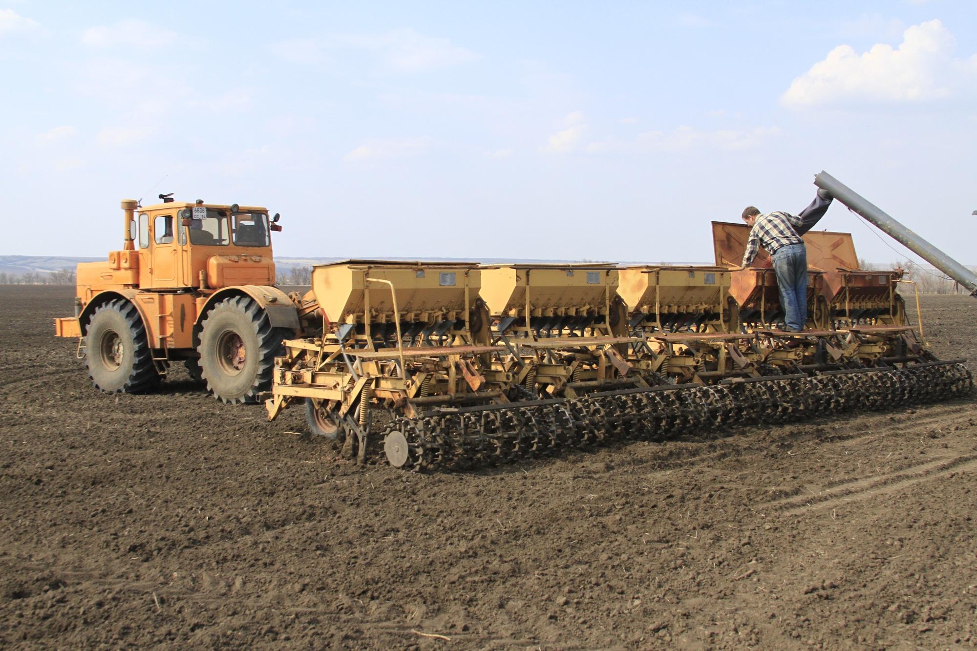 картинка трактор сеет пшеницу школьной газете продавал