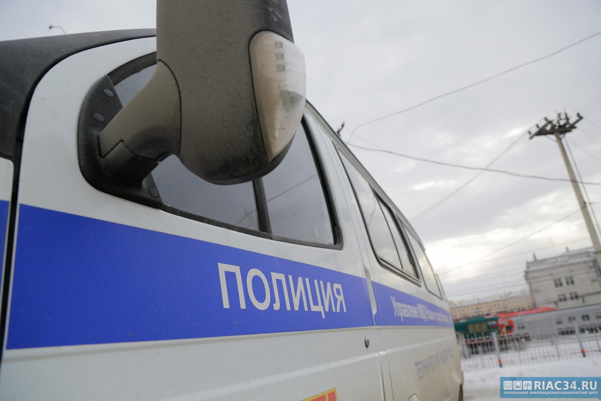 Поддельные судебные приставы похитили два автокрана у учреждения вВолгограде