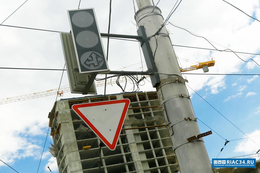 Неменее 2000 уличных знаков установили на дорогах Волгограда