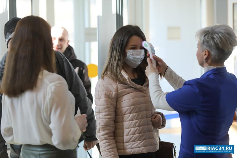 Взяты под наблюдение 42 пассажира, летевшие вместе с заболевшей волгоградкой