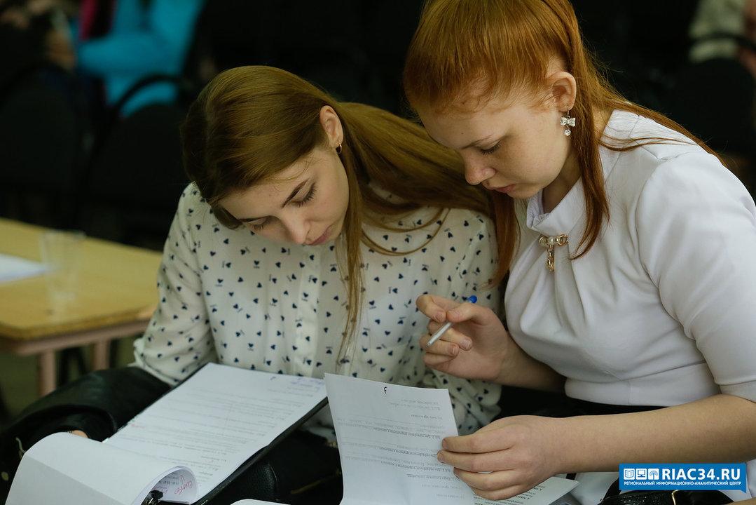 Девятиклассники Волгоградской области пробуют сдать устный экзамен по русскому языку