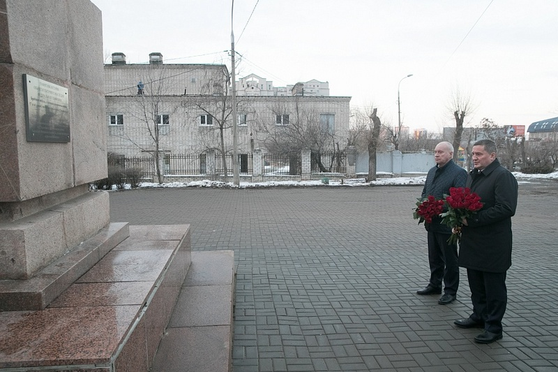 Андрей Бочаров почтил память жертв блокады Ленинграда и Холокоста