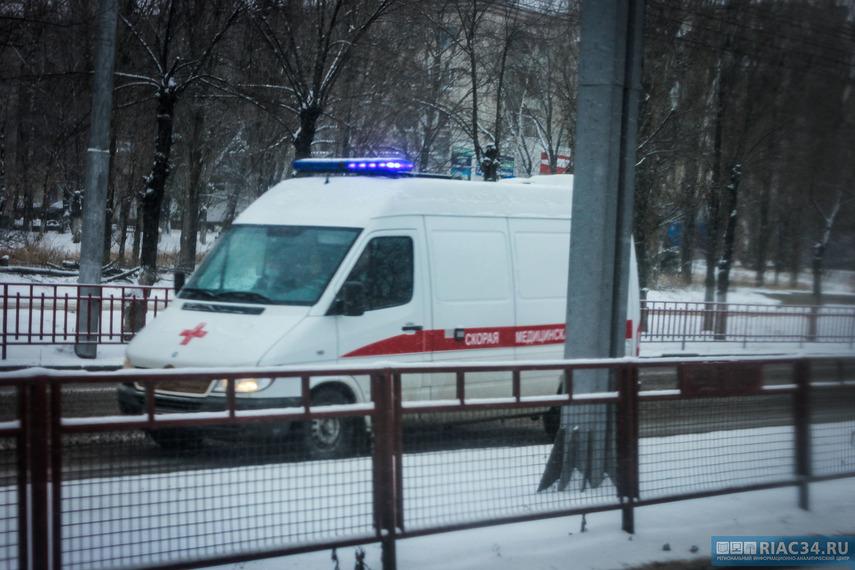Шофёр «Тойоты Камри» чуть неубил девочку-подростка намопеде вВолгограде