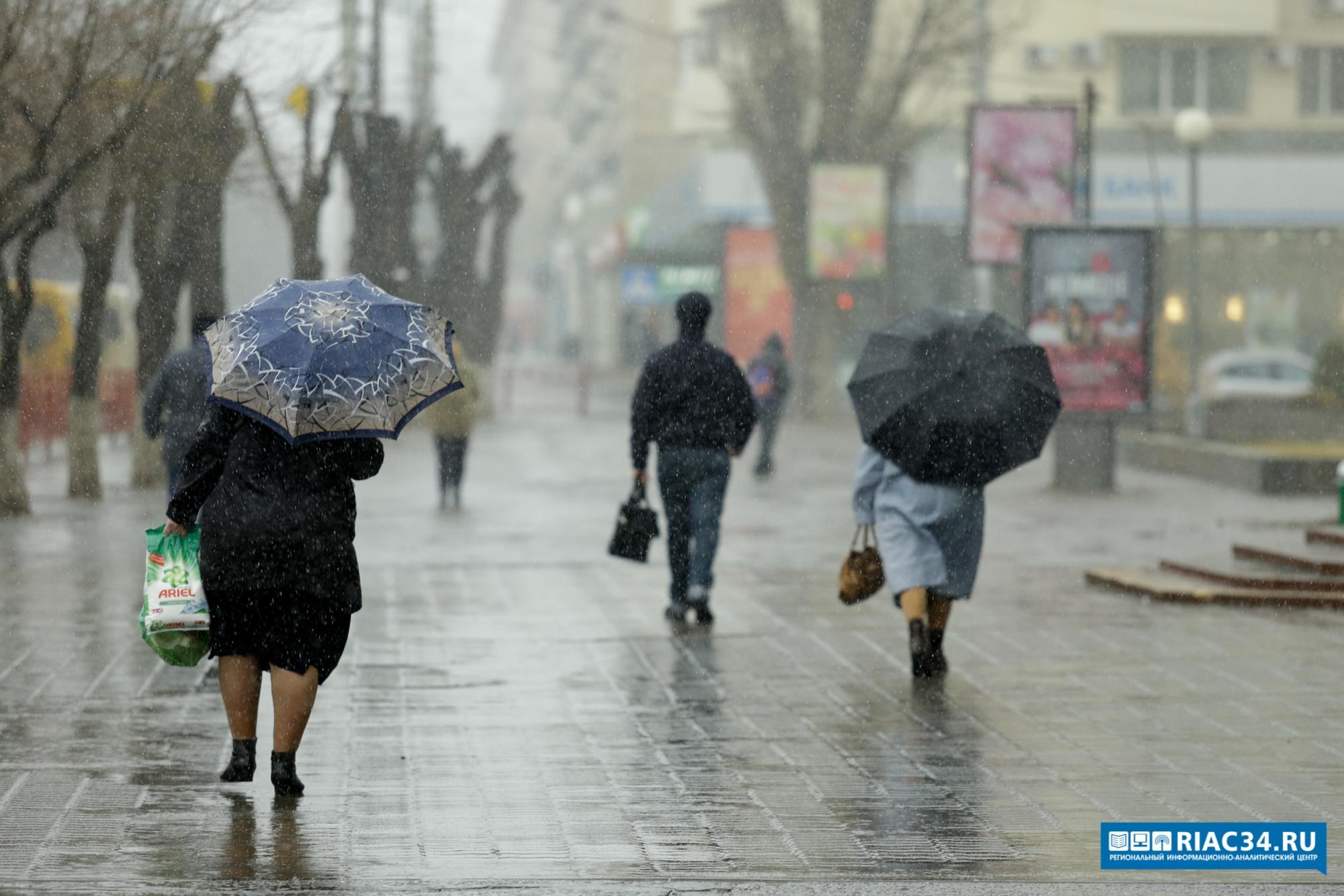 Дожди, начавшиеся ввыходные, продлятся нарабочей неделе