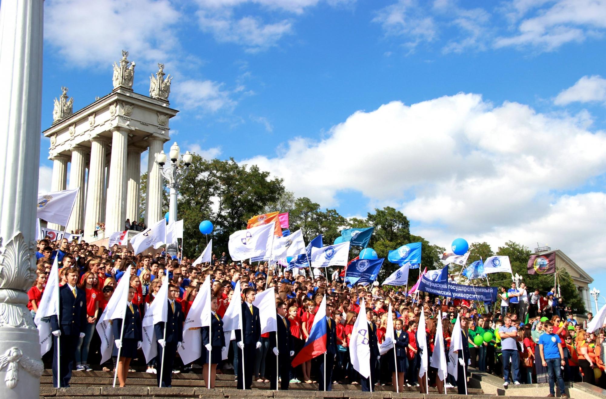 Волгоградские волонтеры помогут провести парады Победы в столицеРФ, Севастополе иВолгограде
