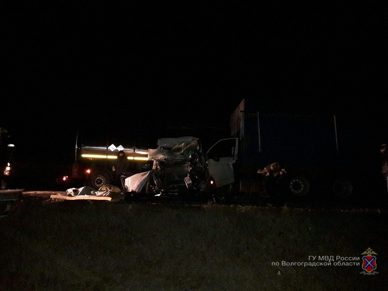 ВКамышине шофёр иномарки умер, столкнувшись с 2-мя грузовиками