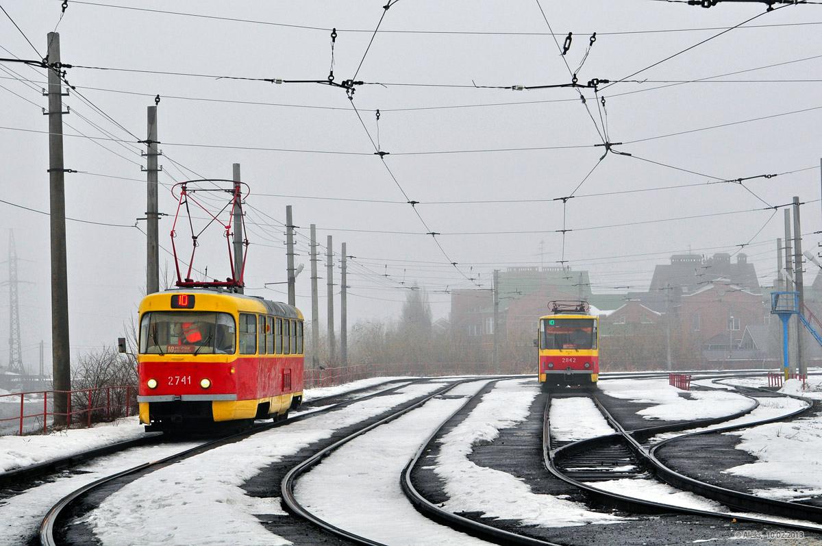 ВСамаре трамвай №24 сошел срельсов иврезался вопору