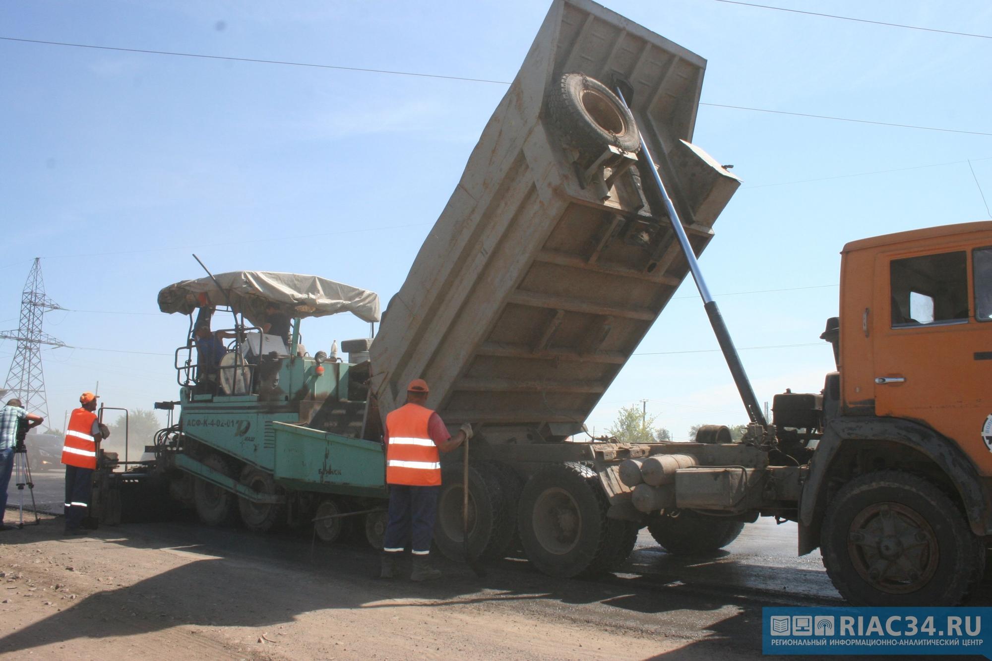 Наулице Неждановой подрядчик устраняет недостатки дорожного полотна погарантии