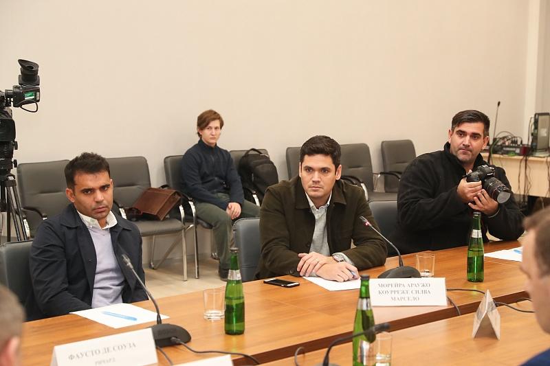 Губернатор Волгоградской области встретился с зарубежными репортерами