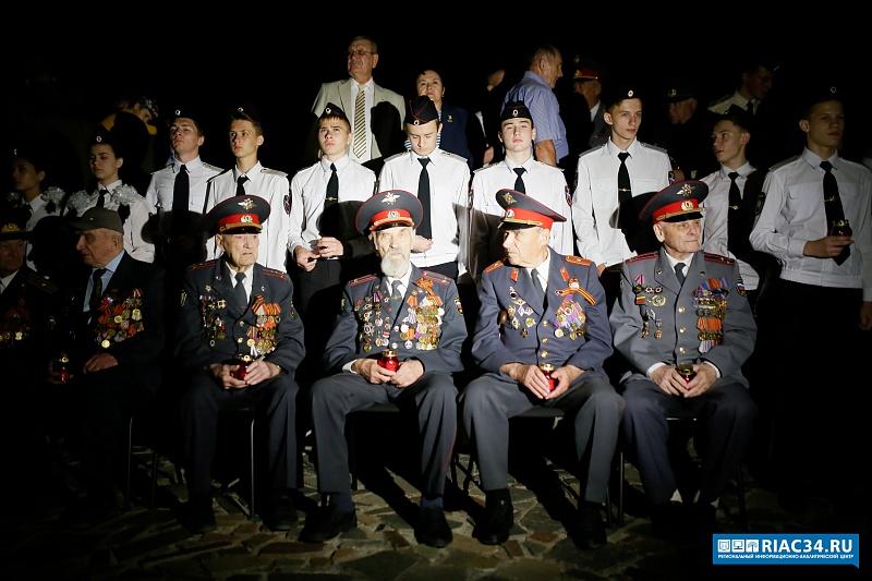 Молодые волжане приняли участие впамятной акции вВолгограде