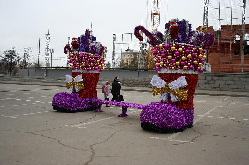 Наплощади Павших Борцов вВолгограде установили светодиодные сапоги