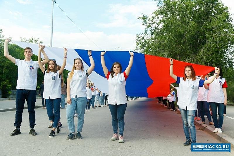 Волгоград обозначил День РФ забегом бородачей иконцертом Стаса Пьехи
