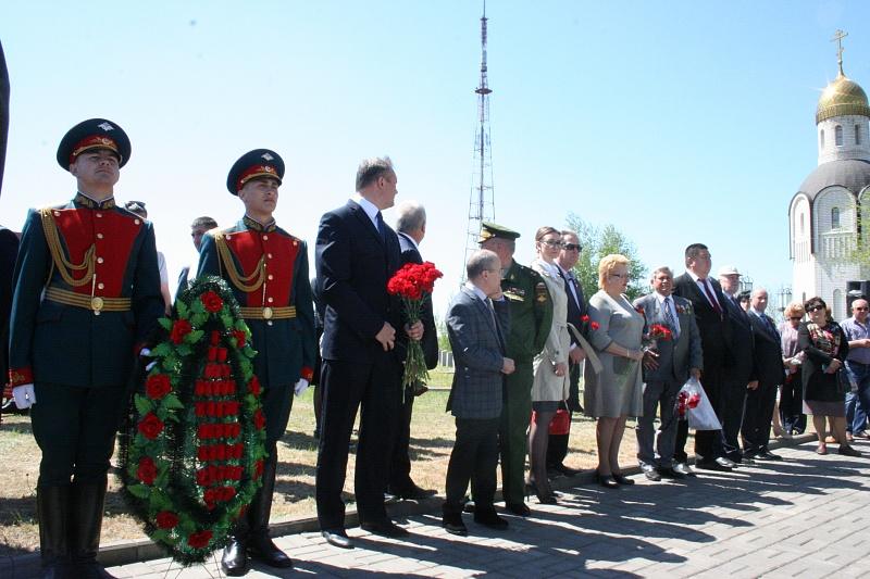 ВВолгограде открыли монумент осетинам, павшим вСталинградской борьбе