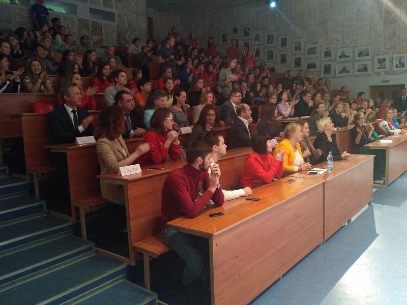 Волонтеры кЧМ-2018 высадили вВолгограде кленовую аллею