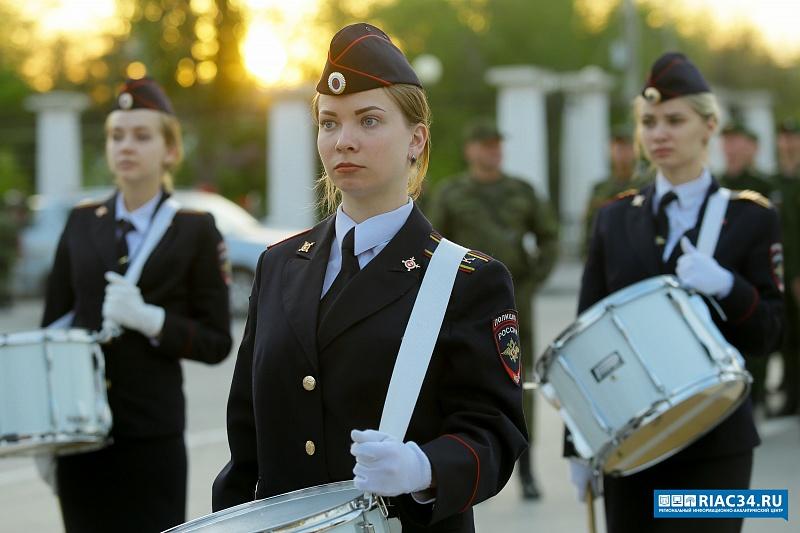 В центре Волгограда прошла первая репетиция Парада Победы